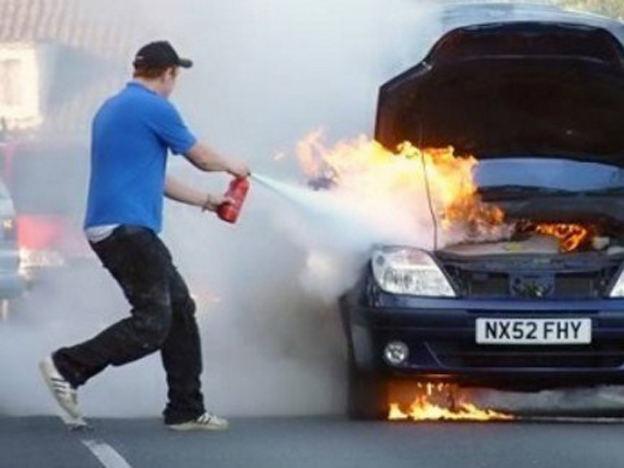 Cách xử lý khi ô tô bị cháy