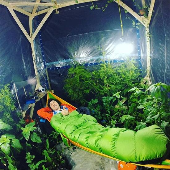 Thử sống trong lều kín khí cùng 200 cây xanh để thử nghiệm oxy và cái kết