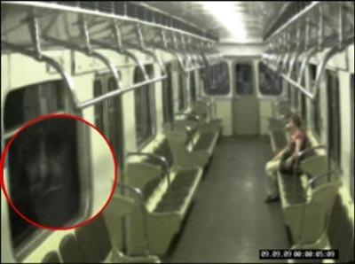 Bóng ma nữ lang thang trên tàu điện ngầm Moscow
