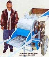 Máy tuốt bắp của người dân tộc K'Ho