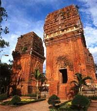 Bí ẩn 14 ngôi tháp cổ Việt Nam