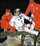 Năm 2007: TQ đưa 3 người vào không gian