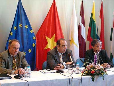 EC cùng VN nỗ lực phòng chống cúm gia cầm