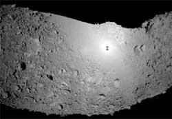 Phi thuyền ''cưỡi'' tiểu hành tinh trong 30 phút