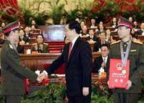 Trung Quốc tôn vinh 2 phi hành gia tàu Thần Châu VI