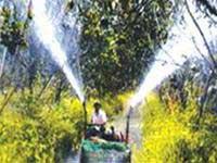 Máy tưới bán tự động do nông dân tự chế
