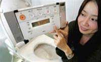 Toilet... điều khiển từ xa