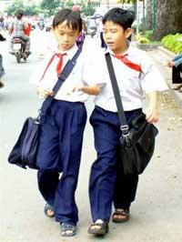 Học sinh nên dùng cặp đeo 2 vai