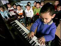 Ca hát - liệu pháp giảm đau cho trẻ bệnh