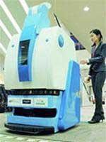 Robot giúp người già và người khuyết tật mua hàng