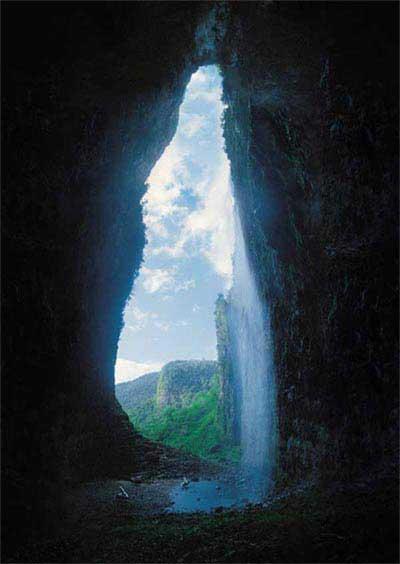 Phát hiện hang khổng lồ ở Venezuela