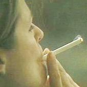 Hút thuốc lá làm tăng nhiễm trùng và rụng tóc