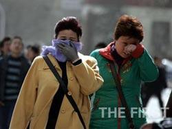 Ô nhiễm trầm trọng do bụi cát dày đặc ở miền Bắc Trung Quốc