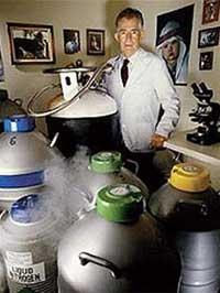 """Robert K. Graham, cha đẻ của kế hoạch """"nhà máy thiên tài"""""""