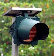 Đèn giao thông hoạt động nhờ năng lượng mặt trời