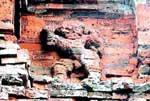 Phát hiện 4 cặp phù điêu sư tử tại tháp Bình Lâm