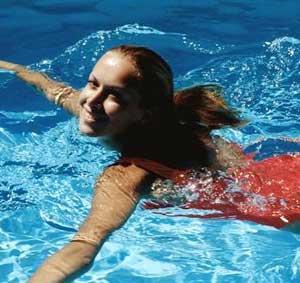 Bị đau lưng, nên đi bơi!