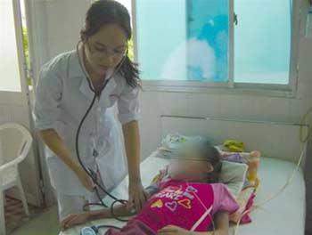 Bệnh nhi V.T.T. bị suy thận giai đoạn cuối được điều trị tại Bệnh viện Nhi Đồng 1 trước khi tử vong