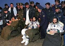 Tàu vũ trụ TMA 8 và phi hành đoàn ISS về Trái đất an toàn