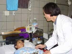 Có nên truyền dịch khi trẻ sốt?
