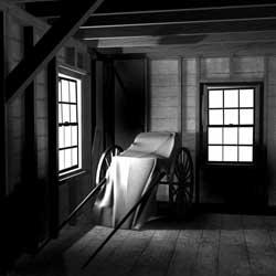 Trong phòng đóng kín cửa vẫn thấy có gió