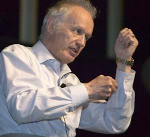 Nhà khoa học Anthony Leggett