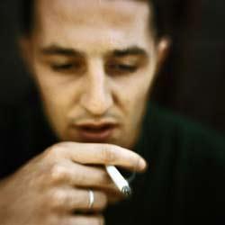 Hút thuốc làm tăng gấp ba nguy cơ đau tim