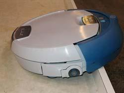 Scooba - robot có thể cùng một lúc vừa hút bụi, vừa cọ rửa bằng nước và sấy khô sàn nhà
