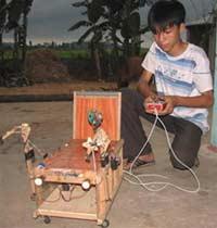 Thanh Hóa: một học sinh lớp 9 thiết kế thành công mô hình xe lăn điện