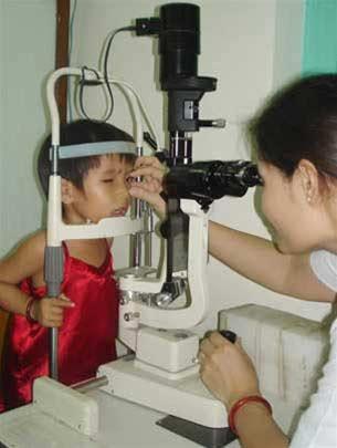 Ứng dụng laser điều trị ung thư võng mạc