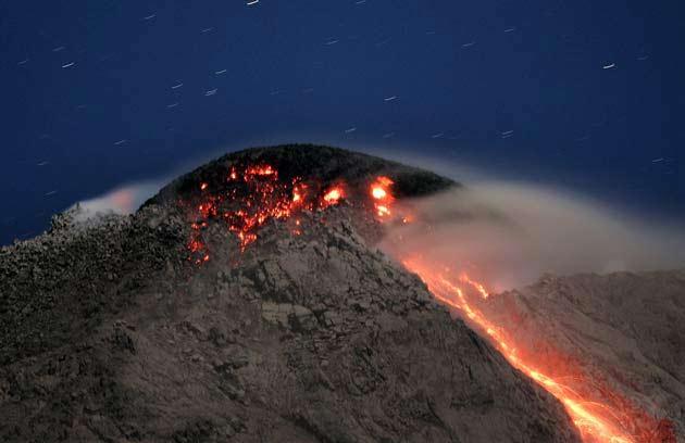 Núi lửa Merapi bắt đầu phun trào