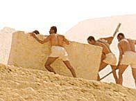 Đời sống công nhân xây kim tự tháp