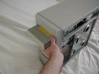 Một số lưu ý khi tháo lắp và cài đặt ổ CD ROM