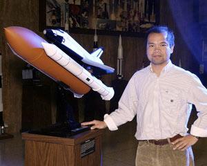 Bruce Vu (Thanh Vũ), tiến sĩ ngành kỹ sư hàng không Đại học Mississippi State University năm 1999
