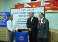 Tổ chức Rotary trao tặng bệnh viện Chợ Rẫy 40 xe lăn