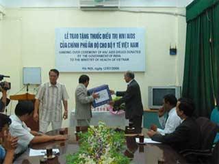 Ấn Độ giúp VN sản xuất thuốc điều trị HIV/AIDS