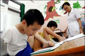 Hàng trăm ngàn trẻ em Việt Nam chịu ảnh hưởng của chất độc màu da cam