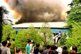 Tiền giang: cháy lớn, thiêu rụi 14 căn nhà