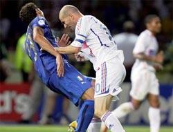 """Scandal Zidane """"húc đầu"""" biến thành... mồi nhử của Trojan"""