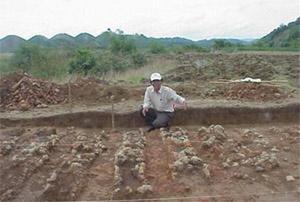 TS Bùi Chí Hoàng khẳng định những lò gạch này chính là nơi cung cấp gạch để xây di tích Cát Tiên.