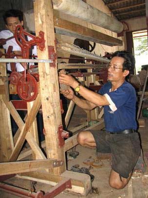 Nông dân chế tạo thành công máy dệt chiếu