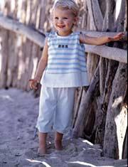 Nên cho trẻ dưới 5 tuổi đi chân trần trên cát