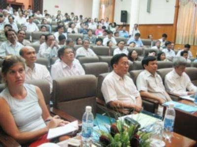 Hội thảo tăng cường giám sát và chủ động phòng chống dịch cúm gia cầm và cúm A/H5N1 ở người ngày 16/8.