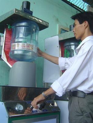 Chế tạo máy rửa bình nước tinh khiết