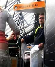 Chai, lọ đựng chất lỏng bị buộc phải bỏ lại ở sân bay Healthrow, London.