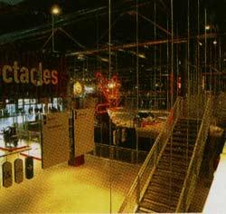 Nhiều vách ngăn và cầu thang có thể tháo ráp phù hợp với các mặt bằng rộng bao la bên trong cho đến sự đa dạng của các cuộc triển lãm.