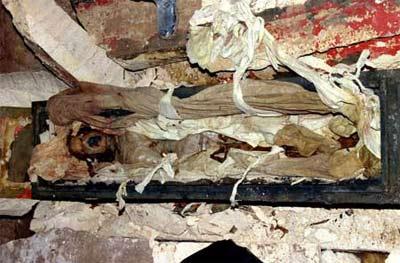 Hà Nội: Đào móng xây nhà, phát hiện xác ướp