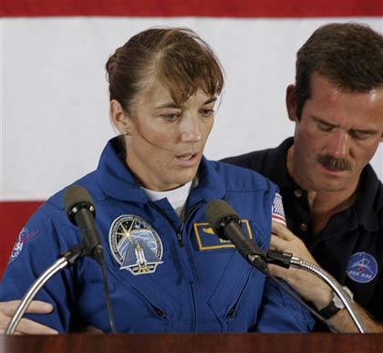"""Phi hành gia tàu Atlantis gặp """"sự cố"""""""