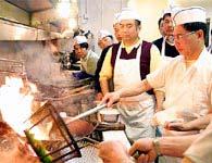 Robot biết nấu ăn đầu tiên tại Trung Quốc