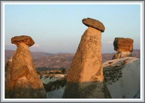Những viên đá lơ lửng ở Thổ Nhĩ Kỳ